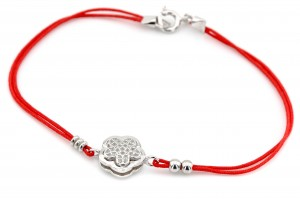 Серебряный браслет с красной нитью