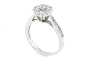 Серебряное кольцо с фианитам