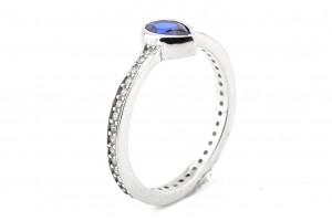 Серебряное кольцо с синим фианитом