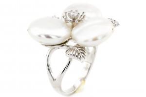 Серебряное кольцо с имитацией жемчуга