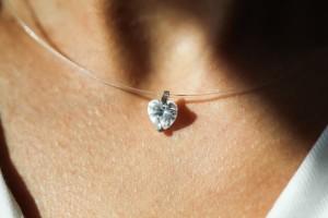 Фианит на леске в форме сердечка