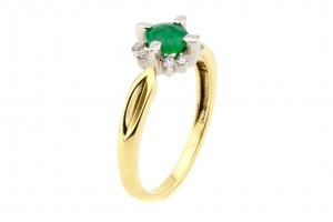 Золотое кольцо изумрудом и бриллиантами