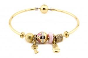 Золотой браслет с шармами (жесткий)
