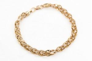 Золотой браслет со звеньями в форме подков