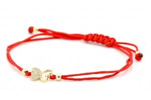 Золотой браслет с красной нитью